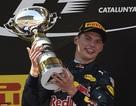 """Chiến thắng lịch sử của Max Verstappen, Mercedes """"tự bắn vào chân mình"""""""