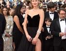 """Váy xẻ cao nguy hiểm của """"bồ"""" cũ Leonardo DiCaprio"""