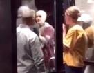 """Đánh người, Justin Bieber ăn """"trái đắng"""" bên ngoài khách sạn"""