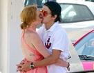 """Lindsay Lohan """"khóa môi"""" tình trẻ say đắm"""