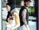 David Beckham cười đùa với gái lạ