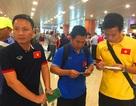 Đặt chân tới Yangon, đội tuyển Việt Nam ra sân tập ngay