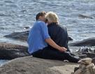 """Taylor Swift """"khóa môi"""" Tom Hiddeston say đắm sau 2 tuần chia tay bạn trai"""