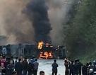 Xe chở nhựa đường tông xe khách gây cháy dữ dội, 3 người chết, 26 người bị thương