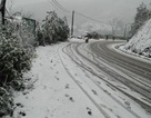 Tạm dừng lưu thông xe ô tô qua đèo Ô Quý Hồ (Sa Pa) do mưa tuyết trơn trượt