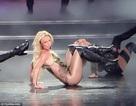 Britney trình diễn bốc lửa