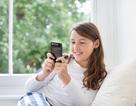 """Trẻ """"nghiện"""" điện thoại thông minh dễ bị béo phì"""