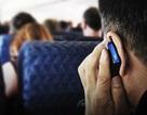 Vì sao không được gọi điện, nhắn tin trên máy bay?