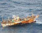 Ngư dân phát hiện một tàu nước ngoài vắng người trôi dạt trên biển