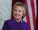 Bà Clinton tránh nhắc đến ông Trump trong thông điệp cuối năm