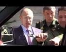 """Xe quân sự Nga """"rụng"""" tay nắm cửa vì tướng lỡ tay"""