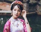 Á khôi du học sinh Việt diện áo dài cách tân đẹp hút mắt