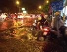 """Mưa như trút, Sài Gòn thành """"biển nước"""" mênh mông, ngập chưa từng thấy!"""