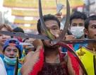 Ghê rợn với lễ hội dùng vật nhọn đâm xuyên cơ thể ở Thái Lan