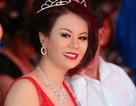 Hoa hậu Khả ái Vivian Văn thắng đấu giá từ thiện trên ghế nóng
