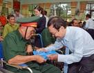 Tặng quà thương binh, bệnh binh và người có công ở Miền Nam