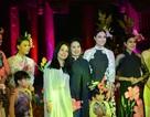 """Rực rỡ muôn """"sắc hoa"""" trong đêm Lễ hội Áo dài 2016"""