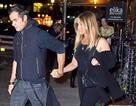 Jennifer Aniston bình thản đi ăn tối cùng chồng