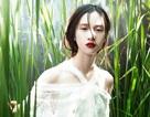 Jun Vũ diện ren trắng trong suốt giữa đồng lúa non mùa hạ