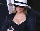 Khloe Kardashian lại khoe vòng một nảy nở