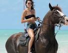 Em cô Kim mặc quá mát mẻ đi cưỡi ngựa
