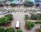 Hà Nội ngập nặng, nhiều tuyến phố thành sông