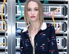 """Con gái """"cướp biển"""" Johnny Depp sành điệu đi xem thời trang"""
