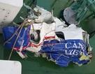 Người nhái lặn tìm quanh khu vực có nhiều mảnh vỡ máy bay CASA