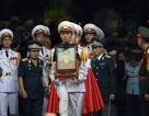 Hàng nghìn người đội mưa nghẹn ngào tiễn biệt 9 liệt sĩ