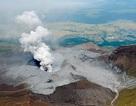 Núi lửa phun trào sau động đất mạnh ở Nhật Bản