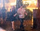 Hà Nội đổ mưa lớn trong tối khai trương tuyến phố đi bộ quanh Hồ Gươm