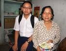 Người mẹ nghèo bán vé số quyết nuôi con vào đại học