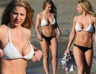 Kiều nữ Anh diện bikini khoe thân hình bốc lửa