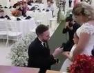 Xúc động trước lời thề chú rể trao cho… con gái cô dâu