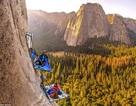 Cắm trại cheo leo trên vách đá: Cơn ác mộng của những người sợ độ cao