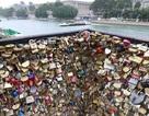 Paris bán khóa tình yêu ủng hộ tiền cho người tị nạn