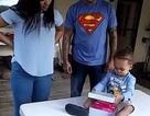 Cậu bé 2 tuổi giúp bố cầu hôn mẹ