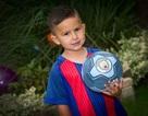 Cậu bé 3 tuổi được Manchester City đào tạo nhờ video của mẹ
