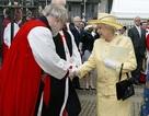 Bộ sưu tập túi của Nữ hoàng Anh đáng giá bao nhiêu?