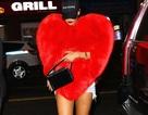 Rihanna mặc áo kỳ dị 15 nghìn đô ra phố