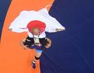 Nữ đô vật Nhật Bản cõng HLV nam để ăn mừng HCV Olympic