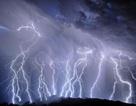 Hai trong số các tia sét đánh dài và lớn nhất trên trái đất được ghi nhận