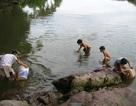 Nam thanh niên dạy bé trai bơi trên sông, cả 2 cùng chết đuối
