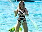 Khó rời mắt khi ngắm nữ ca sĩ 18 tuổi chèo thuyền