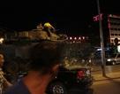 Khoảnh khắc kinh hoàng xe tăng đảo chính Thổ Nhĩ Kỳ nghiền nát mọi vật cản trên đường