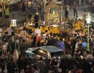 Khoảnh khắc xe ôtô điên cuồng lao vào đám đông ở đền Erawan