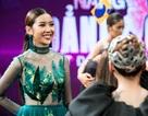 Á hậu Thúy Vân táo bạo với váy xuyên thấu