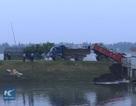 Clip lạ: Dùng xe tải lao xuống nước lũ cứu đê vỡ