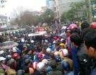 Vụ dân đòi trả bờ biển: Hàng trăm người lại vây trụ sở thị xã Sầm Sơn