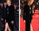 Nicole Kidman loay hoay giữ váy vì gió to